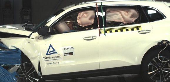Borgward BX7 überzeugt bei Offset-Crash